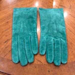 Vintage Kelly green suede gloves. EUC!
